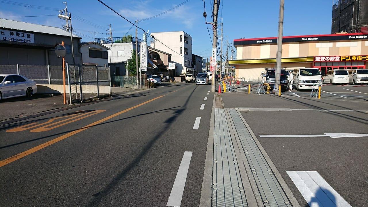 ドンキホーテ枚方店前の道